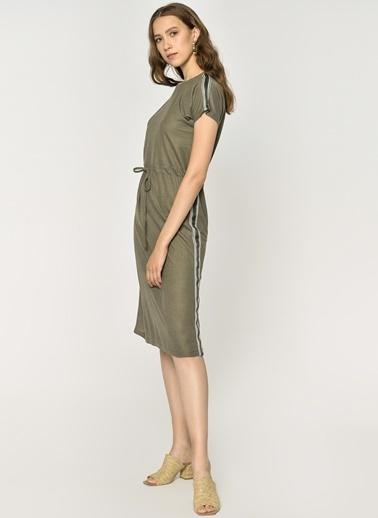Loves You Kısa Kol Beli Büzgülü Şeritli Elbise Haki